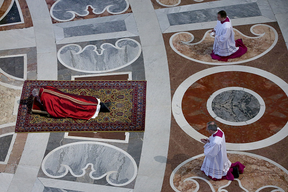 Franco Origlia「Pope Francis Holds The Celebration Of The Lord's Passion」:写真・画像(12)[壁紙.com]