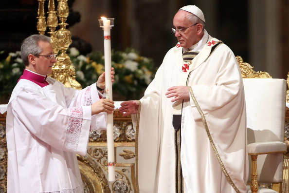 Franco Origlia「Pope Francis Attends Easter Vigil Mass In The Vatican Basilica」:写真・画像(9)[壁紙.com]