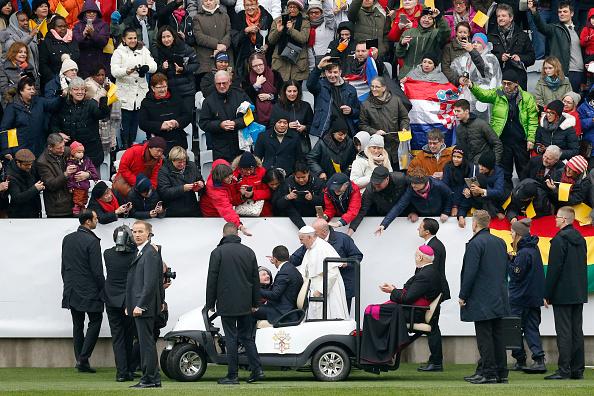 Large Group Of People「Pope Francis Visits Sweden - Day 2」:写真・画像(9)[壁紙.com]