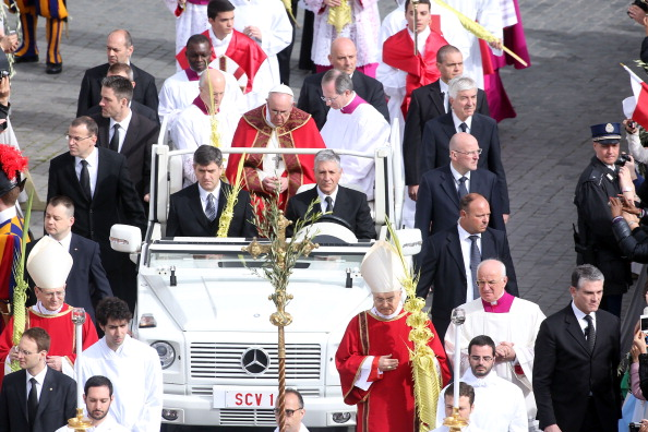 Franco Origlia「Pope Francis Conducts The Palm Sunday Celebrations In St Peter's Square」:写真・画像(14)[壁紙.com]