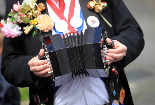 Accordion - Instrument「Villagers Enjoy The Traditional May Day Bank Holiday Festivities」:写真・画像(10)[壁紙.com]