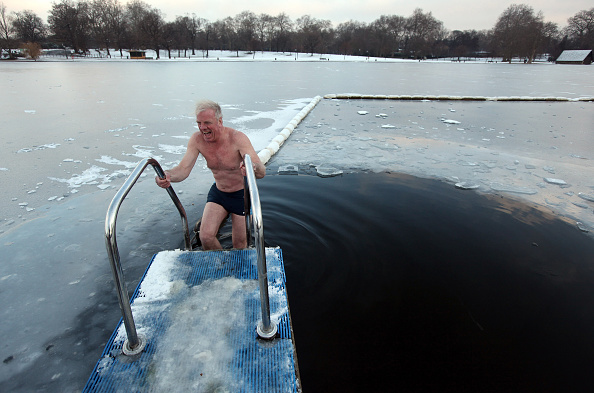 Swimming「Freezing Temperatures Continue To Grip The Nation」:写真・画像(7)[壁紙.com]
