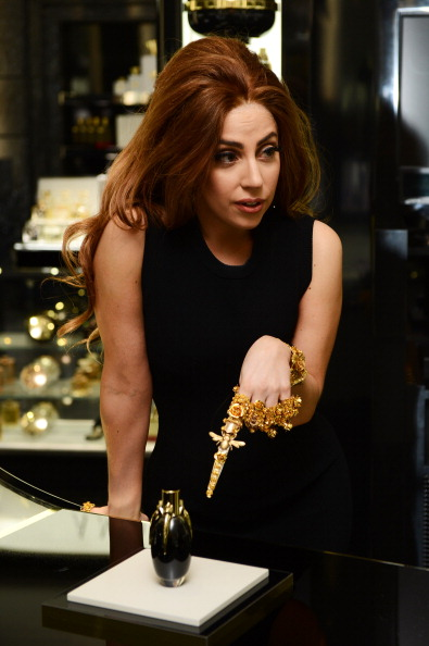 Perfume「Lady Gaga Launches Debut Fragrance, Fame At Harrods, London」:写真・画像(10)[壁紙.com]