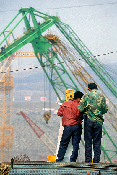 Construction Machinery「Surveyors working on the Three Gorges dam, China」:写真・画像(18)[壁紙.com]