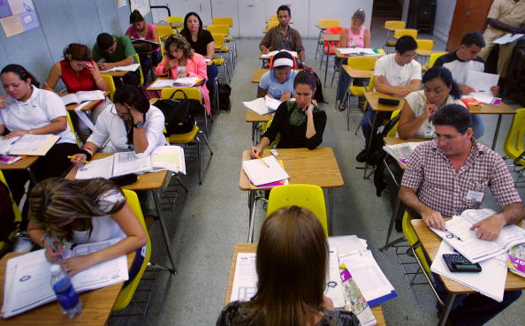 Spanish Culture「Miami Schools Teach Adults English As A Second Language」:写真・画像(11)[壁紙.com]