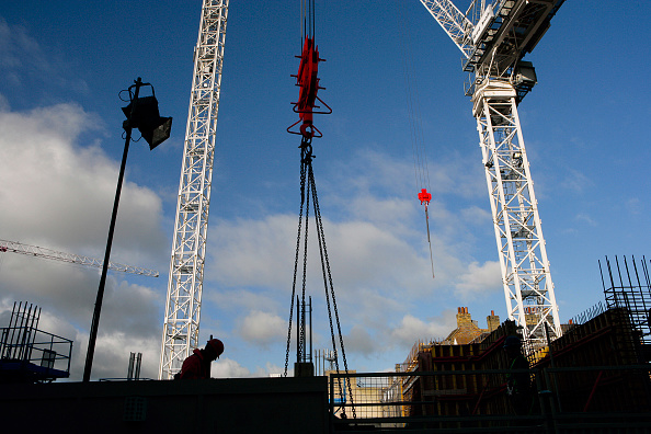 Chain - Object「Tower cranes with silhouette of a construction worker and pulley lifting attachment」:写真・画像(14)[壁紙.com]