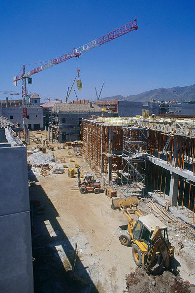2002「Tower Crane and Building operations for a Leisure complex in Malaga. Spain. July 2001.」:写真・画像(2)[壁紙.com]
