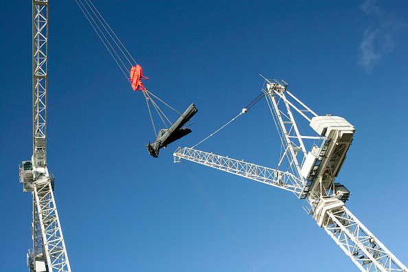 Pulley「Tower cranes lifting steel load with pulley lifting attachment and cables」:写真・画像(2)[壁紙.com]
