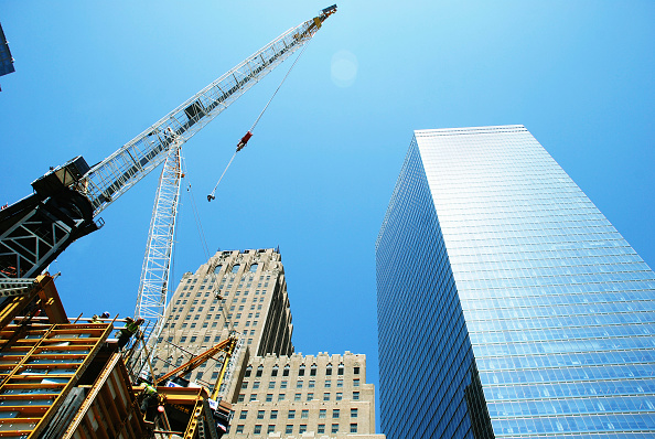 Construction Equipment「Tower Cranes moving materials at Tower One site, Lower Manhattan, New York City, USA」:写真・画像(13)[壁紙.com]