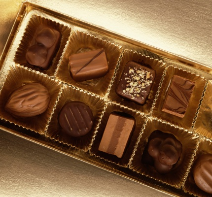 Chocolate Truffle「Gold box of chocolates on gold」:スマホ壁紙(8)