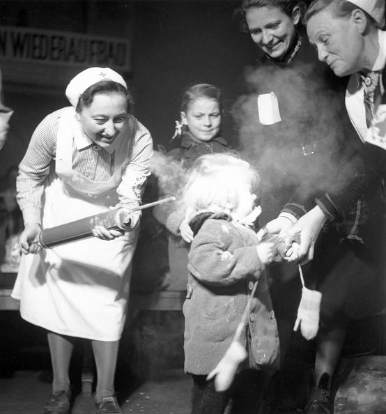 Spraying「Child Delousing」:写真・画像(16)[壁紙.com]