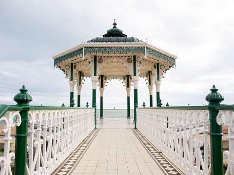 Bandstand「A view of old band stand on cloudy day.」:スマホ壁紙(7)