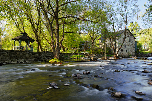 Eastern Townships「View Of Old Freligh Mill And Brochets River, Eastern Townships, Quebec, Canada.」:スマホ壁紙(15)