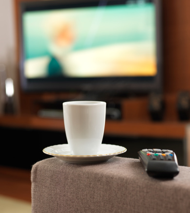 Watching TV「Coffee and Television」:スマホ壁紙(4)