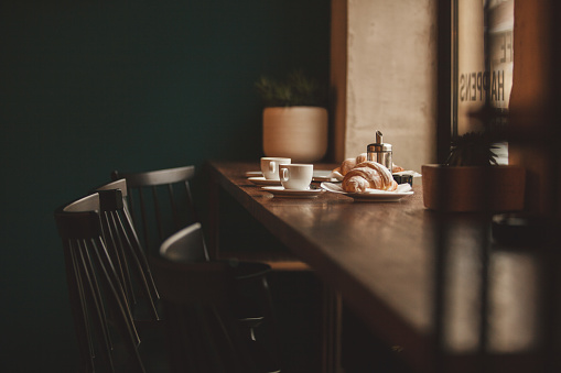 City Life「Coffee and croissants for two」:スマホ壁紙(14)