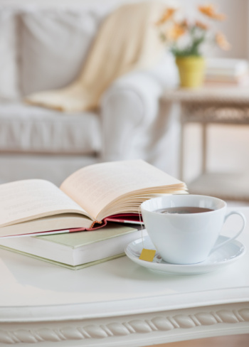 Relaxation「Coffee and book on table」:スマホ壁紙(12)