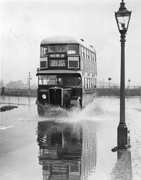 Splashing「Bus Splash」:写真・画像(3)[壁紙.com]