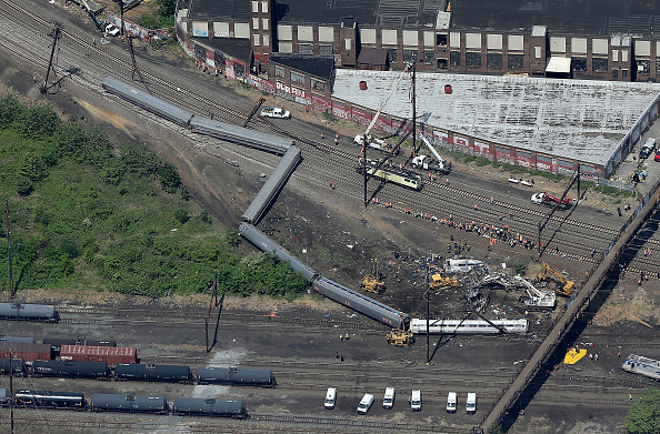 Philadelphia - Pennsylvania「Amtrak Train Derailment Causes Mass Injuries In Philadelphia」:写真・画像(5)[壁紙.com]