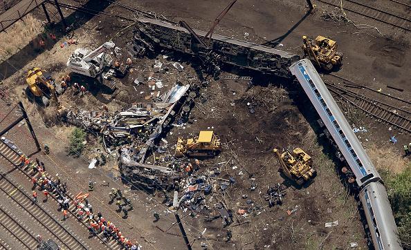 Philadelphia - Pennsylvania「Amtrak Train Derailment Causes Mass Injuries In Philadelphia」:写真・画像(6)[壁紙.com]