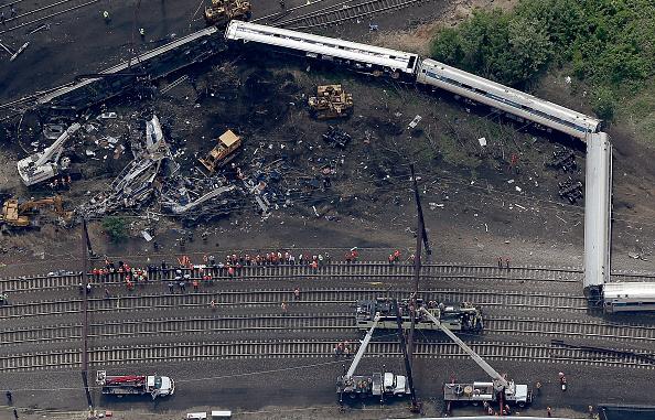 Philadelphia - Pennsylvania「Amtrak Train Derailment Causes Mass Injuries In Philadelphia」:写真・画像(13)[壁紙.com]