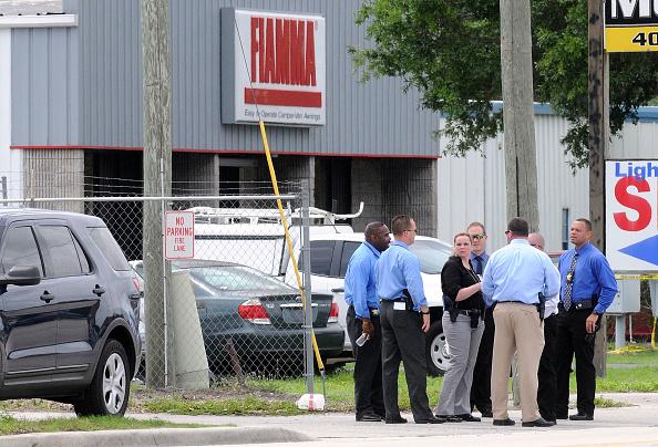 フロリダ州オーランド「Multiple Fatalities At Orlando Area Business After Lone Gunman Opens Fire」:写真・画像(9)[壁紙.com]