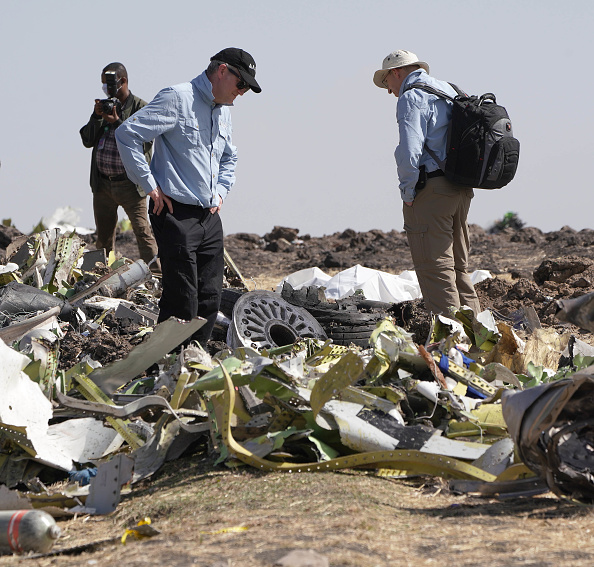 Crash「Emergency Services Work At The Crash Site Near Bishoftu Of Ethiopian Airlines ET302 To Nairobi」:写真・画像(13)[壁紙.com]