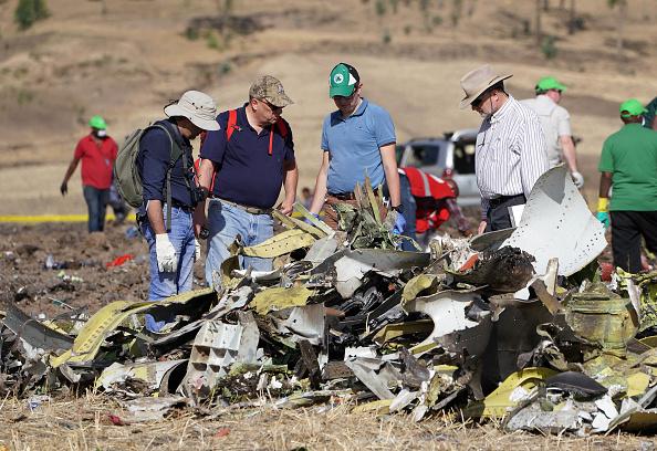 Crash「Emergency Services Work At The Crash Site Near Bishoftu Of Ethiopian Airlines ET302 To Nairobi」:写真・画像(1)[壁紙.com]
