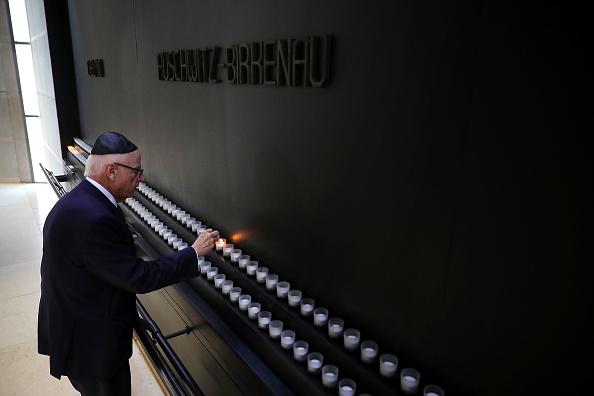 Washington DC「U.S. Holocaust Memorial Museum Marks International Holocaust Remembrance Day」:写真・画像(6)[壁紙.com]