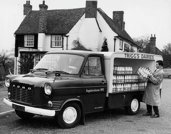 On The Move「1967 Ford Transit Milk Float. Creator: Unknown.」:写真・画像(12)[壁紙.com]