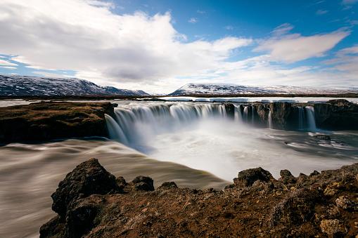 Unrecognizable Person「Goðafoss waterfall in winter, River Skjálfandafljót, Iceland, long exposure」:スマホ壁紙(0)