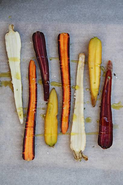 Orange, purple, white and yellow carrots:スマホ壁紙(壁紙.com)