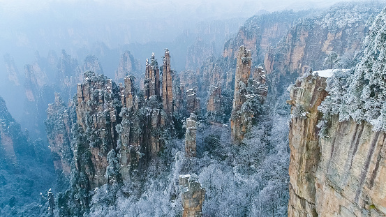 Steep「Flying over Zhangjiajie national park in China」:スマホ壁紙(2)
