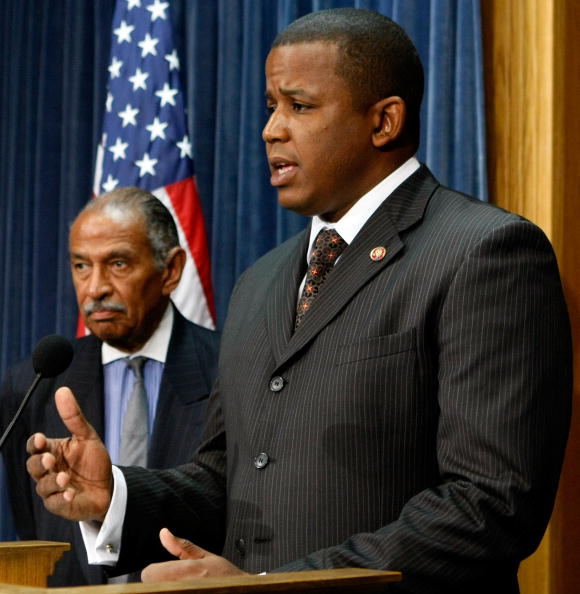 Hurricane Ike「Reps Conyers And Meeks Hold News Conference On Haiti Hurricane Relief」:写真・画像(3)[壁紙.com]