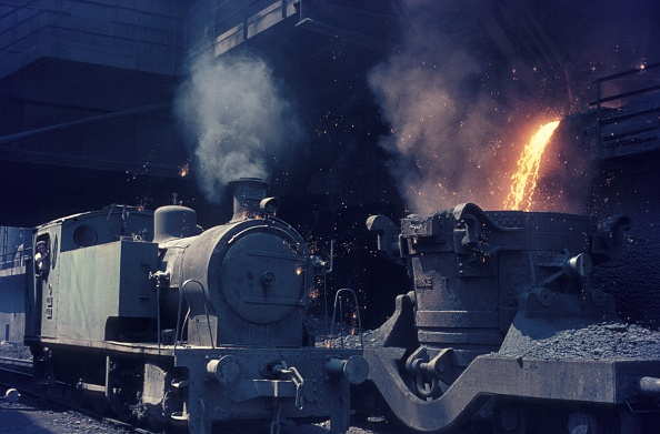 Molten「Turkey's Karabuk steel works on Tuesday 10th August 1976 with Bagnall 0-8-0T No. 4401 standing alongside molten waste being loaded into a laddle wagon.」:写真・画像(11)[壁紙.com]