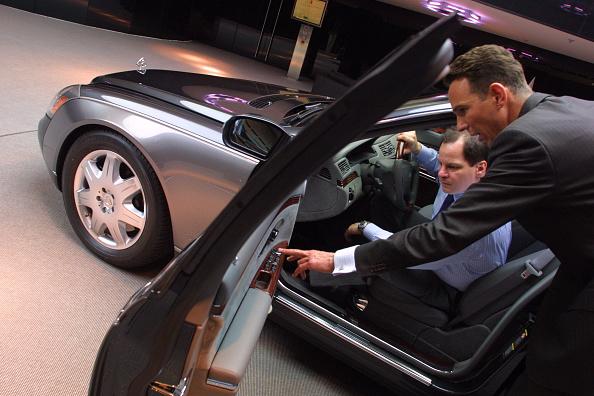 Showroom「DaimlerChrysler Relaunches Maybach Luxury Car」:写真・画像(8)[壁紙.com]