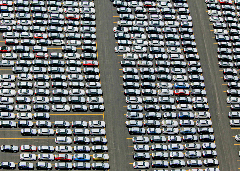 Car Dealership「Parked cars in lot in New York City, New York, United States of America.」:スマホ壁紙(1)