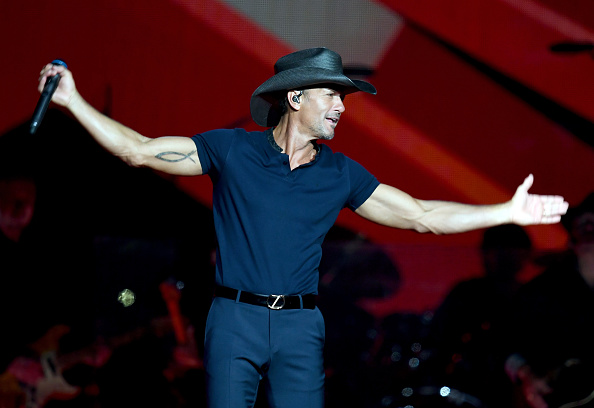 Tim McGraw「Tim McGraw And Faith Hill Perform At Staples Center」:写真・画像(1)[壁紙.com]