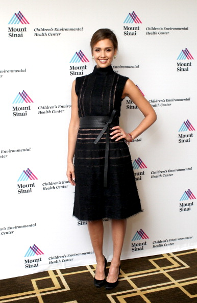 Black Color「Champion For Children Award Ceremony Honoring Jessica Alba」:写真・画像(7)[壁紙.com]