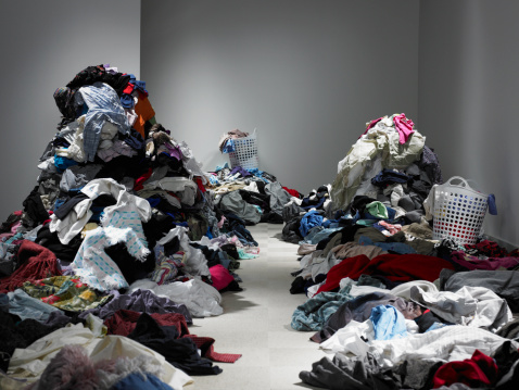 Casual Clothing「Pathway through piles of clothes and laundry」:スマホ壁紙(6)