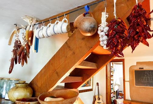 Tradition「Cups and dried food hanging in traditional indigenous kitchen」:スマホ壁紙(11)