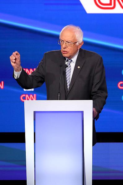 Win McNamee「Democratic Presidential Candidates Participate In Fourth Debate In Ohio」:写真・画像(10)[壁紙.com]