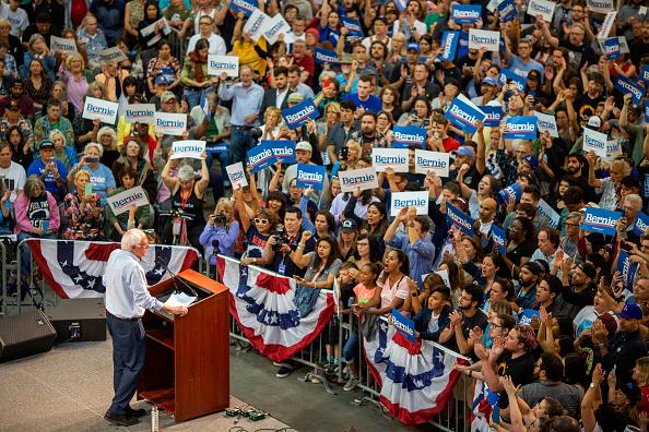 Pasadena - California「Bernie Sanders Holds Campaign Rally In Pasadena, CA」:写真・画像(10)[壁紙.com]
