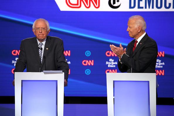 Win McNamee「Democratic Presidential Candidates Participate In Fourth Debate In Ohio」:写真・画像(15)[壁紙.com]