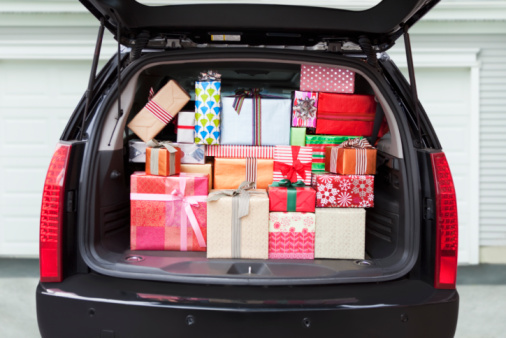 Surprise「Car with trunk full of gifts」:スマホ壁紙(7)
