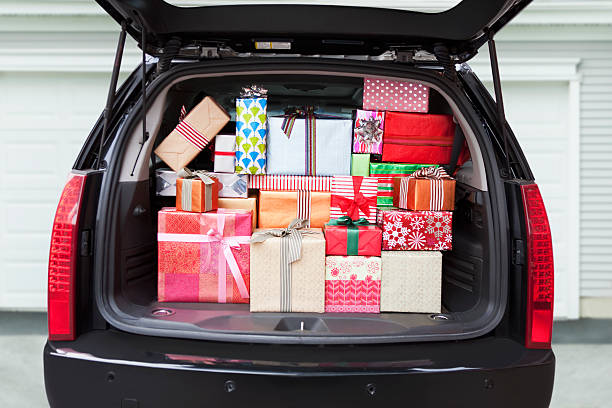 Car with trunk full of gifts:スマホ壁紙(壁紙.com)