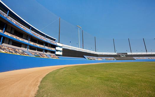 Stadium「A baseball stadium with grass and dirt outfield」:スマホ壁紙(10)