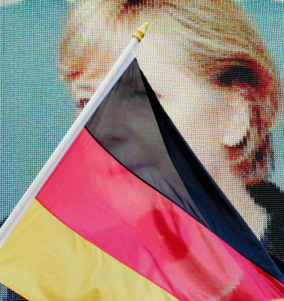 Projection Equipment「Merkel Campaigns In Hamburg」:写真・画像(18)[壁紙.com]