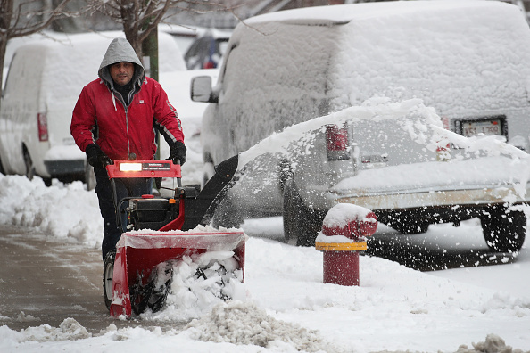 Blizzard「Early Winter Snowstorm Hammers Chicago Area」:写真・画像(3)[壁紙.com]