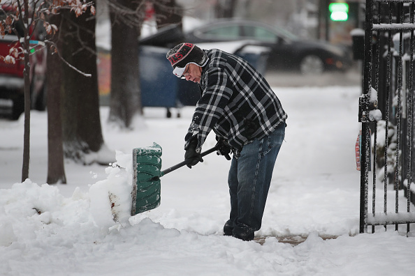 Blizzard「Early Winter Snowstorm Hammers Chicago Area」:写真・画像(12)[壁紙.com]