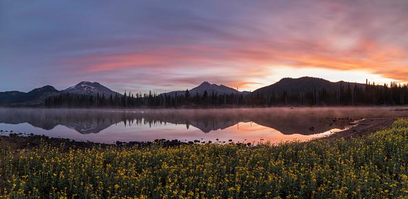 Volcanic Landscape「Sparks Lake at Sunrise」:スマホ壁紙(12)